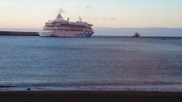 El buque 39 aidavita 39 suspende su atraque en el puerto de - El tiempo para manana en san sebastian guipuzcoa ...