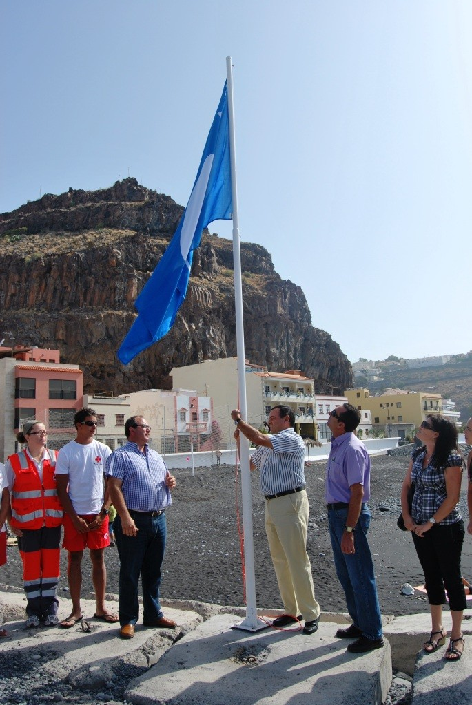 Izado de la Bandera Azul en Playa de Santiago en el año 2013