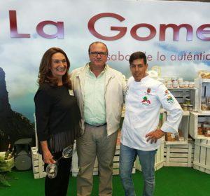 presidenta del Consejo Regulador del Vino de La Gomera, Armenia Mendoza Méndez; Nicolás Rodríguez, primer teniente de Alcalde de Alajeró y el chef Iván González