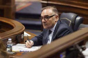 El consejero de Sanidad del Gobierno de Canarias, José Manuel Baltar./Ramón de la Rocha (EFE)