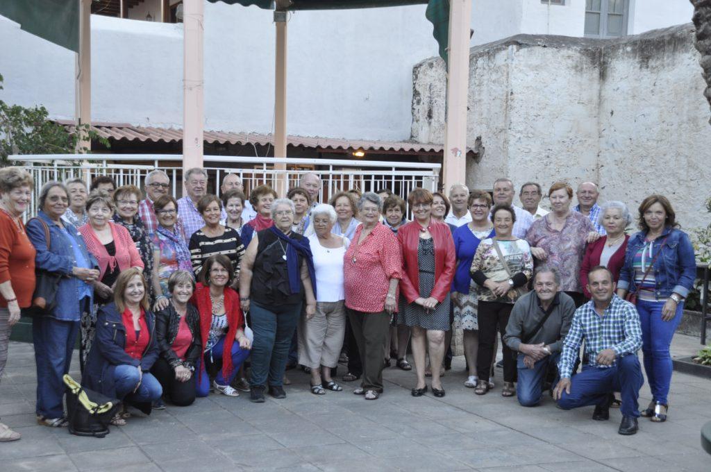 Visita de la comitiva fasniera a la Asociación de la Tercera Edad 'Iballa' de San Sebastián de La Gomera