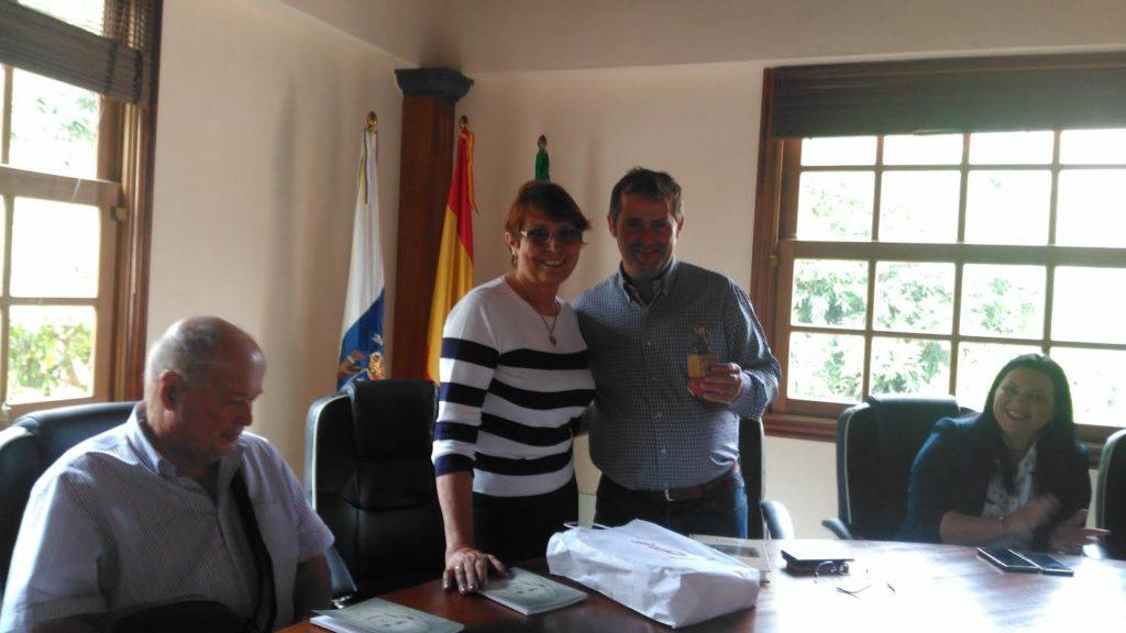 Emiliano Coello, alcalde de Vallehermoso recibió junto a sus concejales a los representantes fasnieros en el Consistorio Municipal