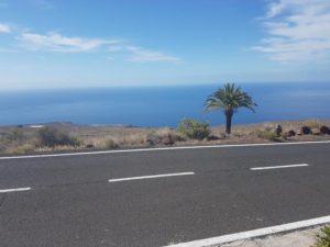 Carretera de Alajeró y al fondo del Aeropuerto