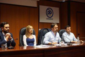 Asier Antona y miembros de la dirección del PP