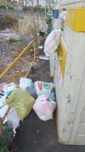 Contenedores reciclaje llenos