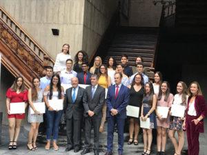 Representantes del Gobierno de Canarias y de la Fundación Disa con los galardonados