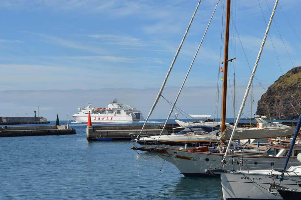 Horario de los buques de naviera armas desde la gomera a for Horario de oficina naviera armas